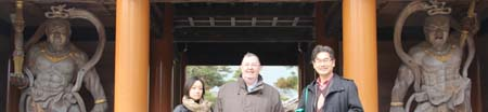 Eiko Uehara (Otani University), Peter Skilling and Toshiya Unebe (Nagoya University) at the temple gate with the guardians.