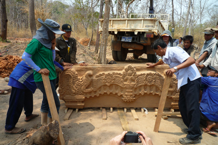 New discovered lintel at Vat Phu Malong, Laos