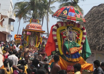 Festival images of deities setting off back to their temples from the seashore