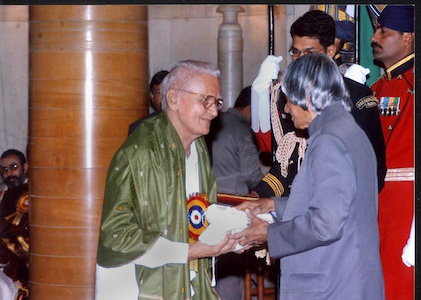 Venkataraja Sarma, receiving an award from President Abdul Kalam in Delhi